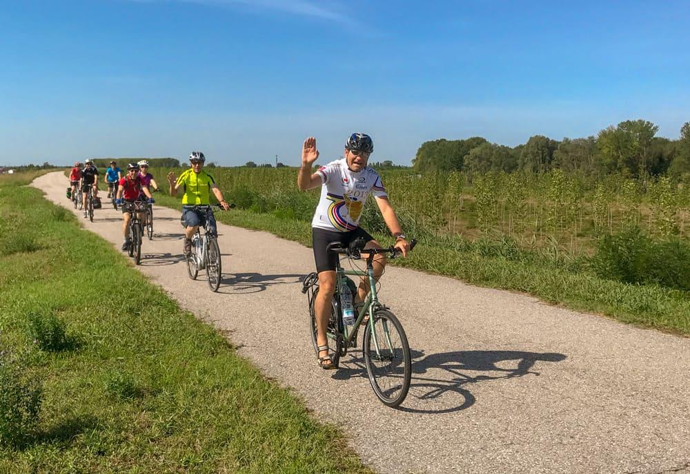 Fahrradgruppe Auf Veloreise Mit Josef Schmid Und Galliker Ballwil AG, CarReisen