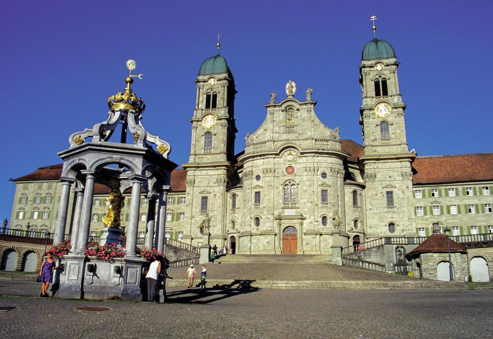 Benediktinerkloster Einsiedeln Im Kanton Schwyz - Treffpunkt Der Luzerner Landeswallfahrt