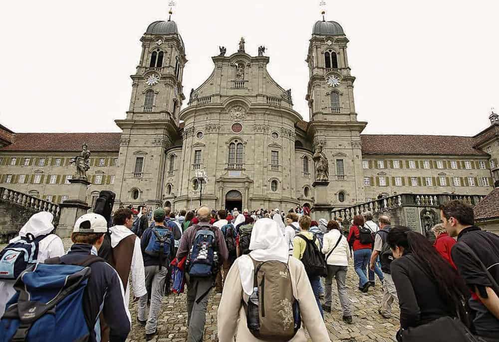 Ankunft Der Luzerner Landeswallfahrt In Einsiedeln Bei Der Klosterkirche