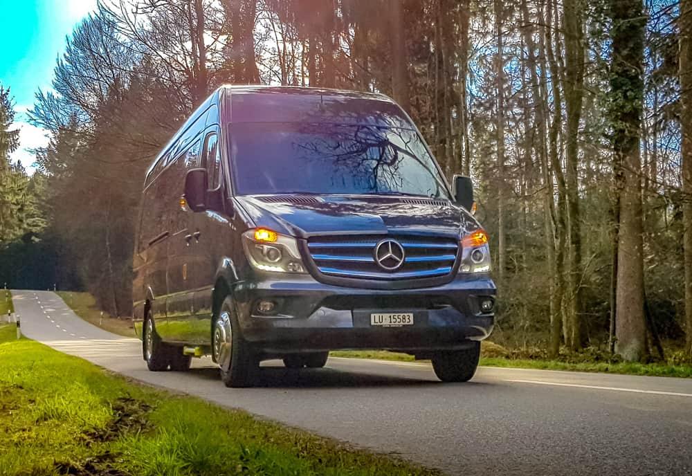 Mercedes Sprinter 16-19-Plaetzer Kleinbus, Im Wald - Galliker Ballwil AG - CarReisen