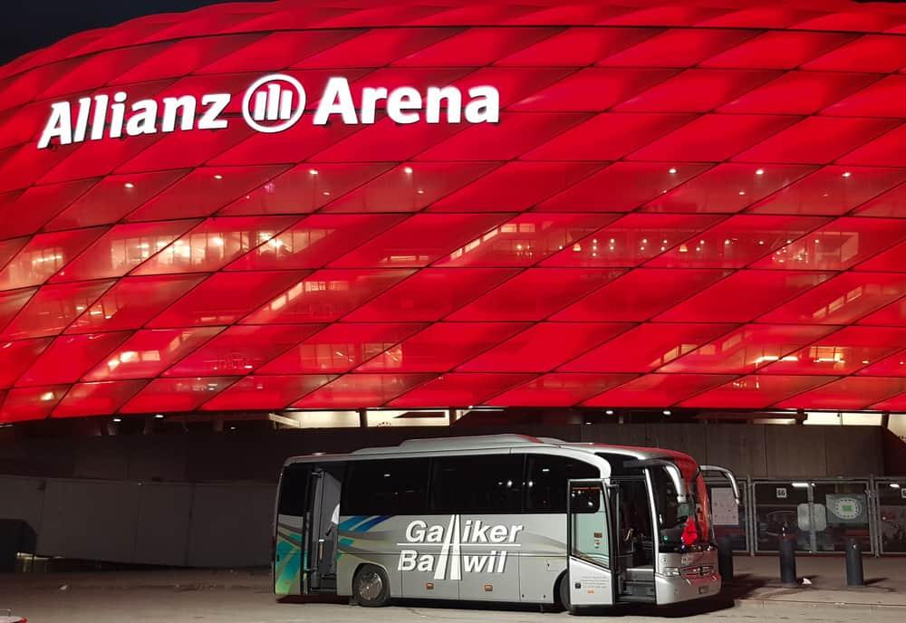 Mercedes Tourino 31-Plätzer Galliker Ballwil AG CarReisen Vor Der Allianz-Arena In München
