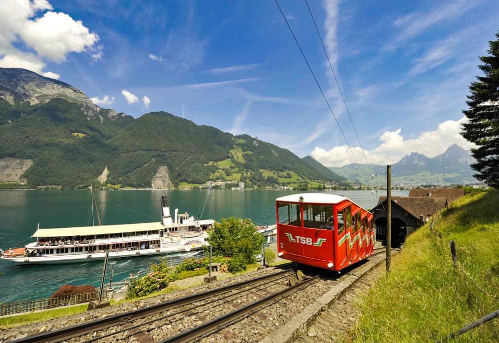 Treib-Seelisberg-Bahn Mit Dampfschiff Uri