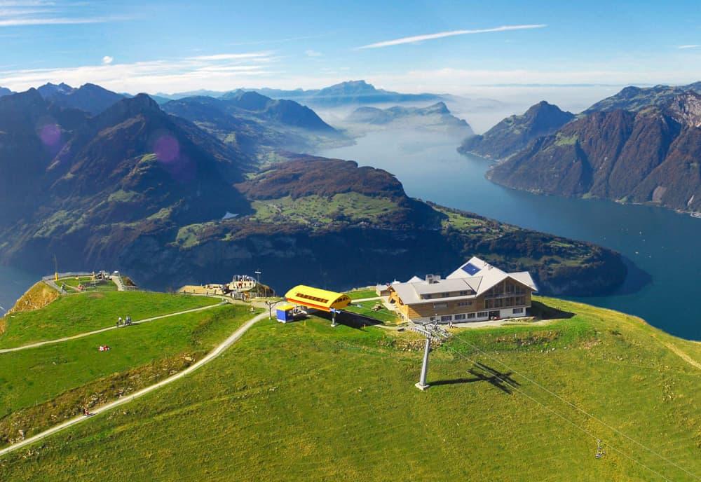 Fronalpstock Gipfelrestaurant mit Aussicht auf den Vierwaldstaettersee